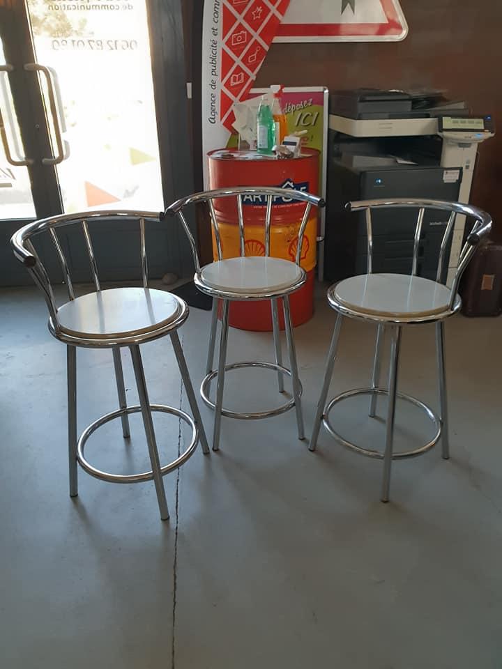 Chaise de bar en inox et assise blanche avant recouvrement