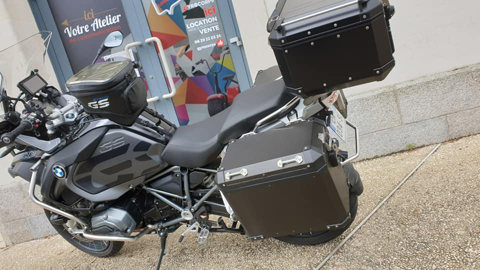 Personnalisation de top case d'une moto BMW