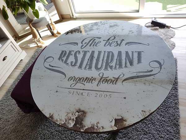 Customisation d'une tables avec adhésif