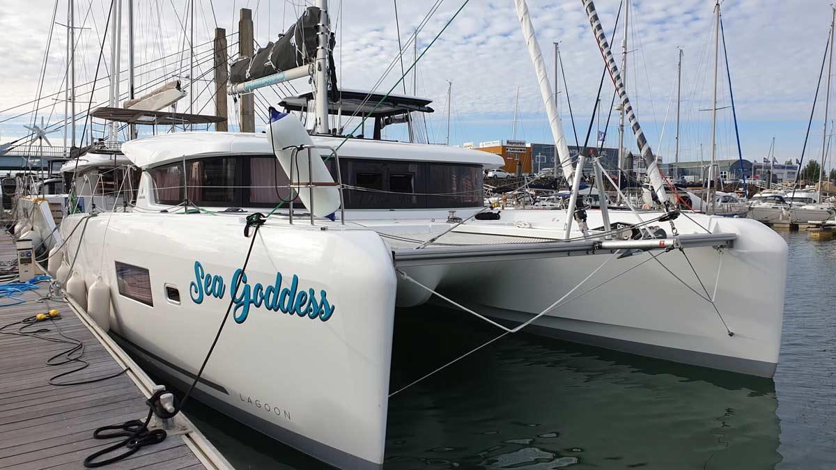 Covering bateau catamaran aux Sables d'Olonne en Vendée